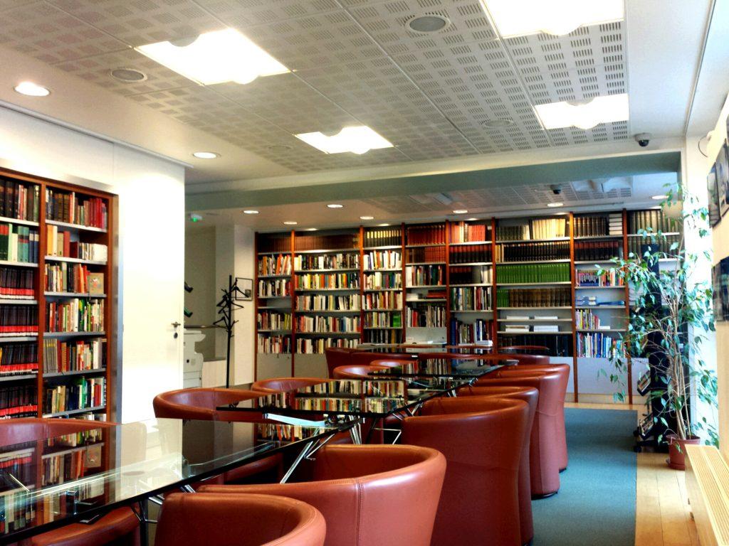 Bibliothèque C Forum Culturel Autrichien